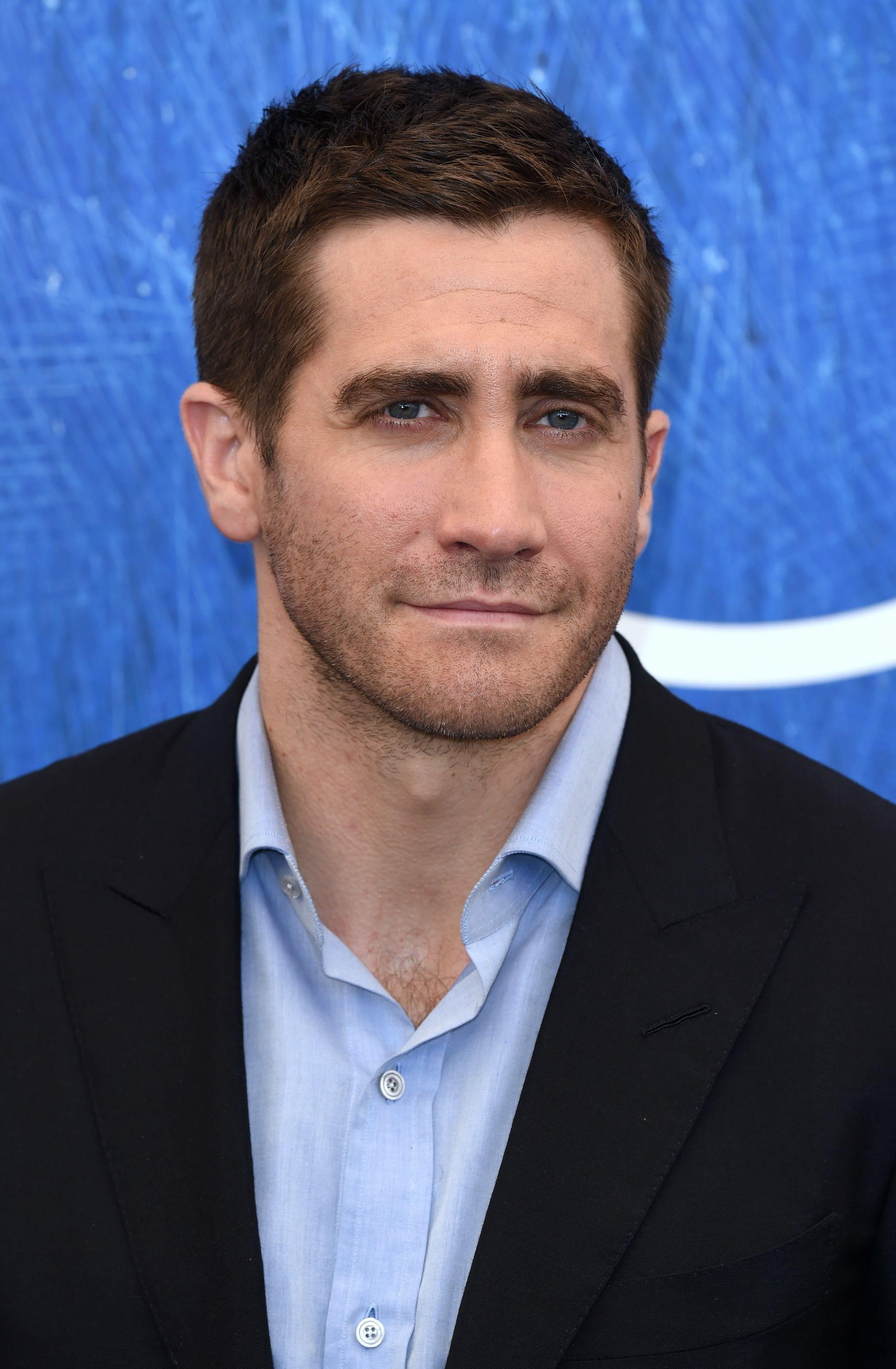 Jake Gyllenhaal brown hair in classic ivy league style