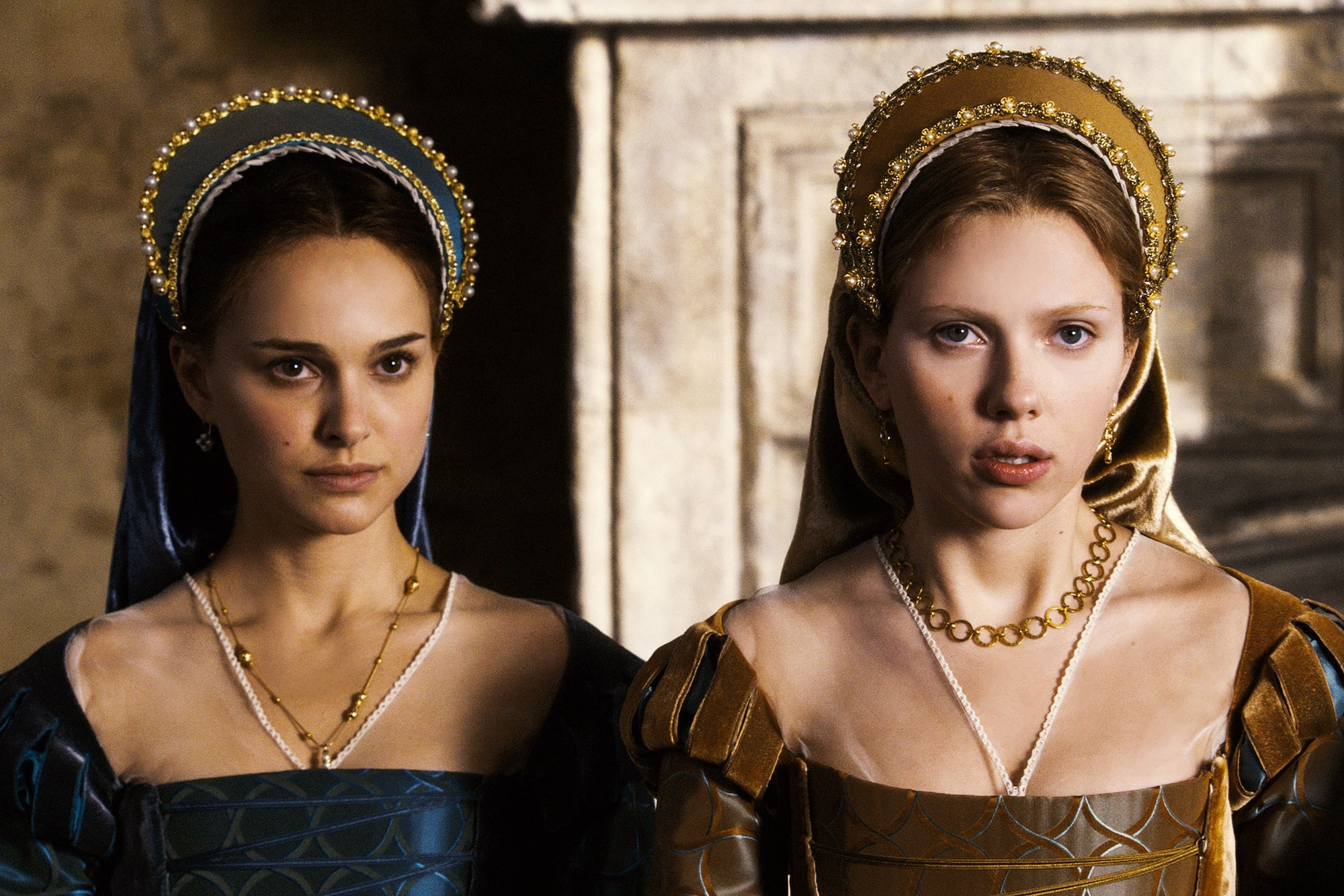 Renaissance hair accessories: Natalie Portman and Scarlett Johansson in The Other Boleyn Girl with renaissance clothing and headress