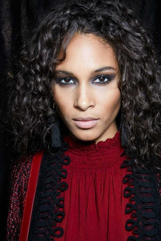 curly hair type quiz: backstage shot of model with loose curly hairstyle