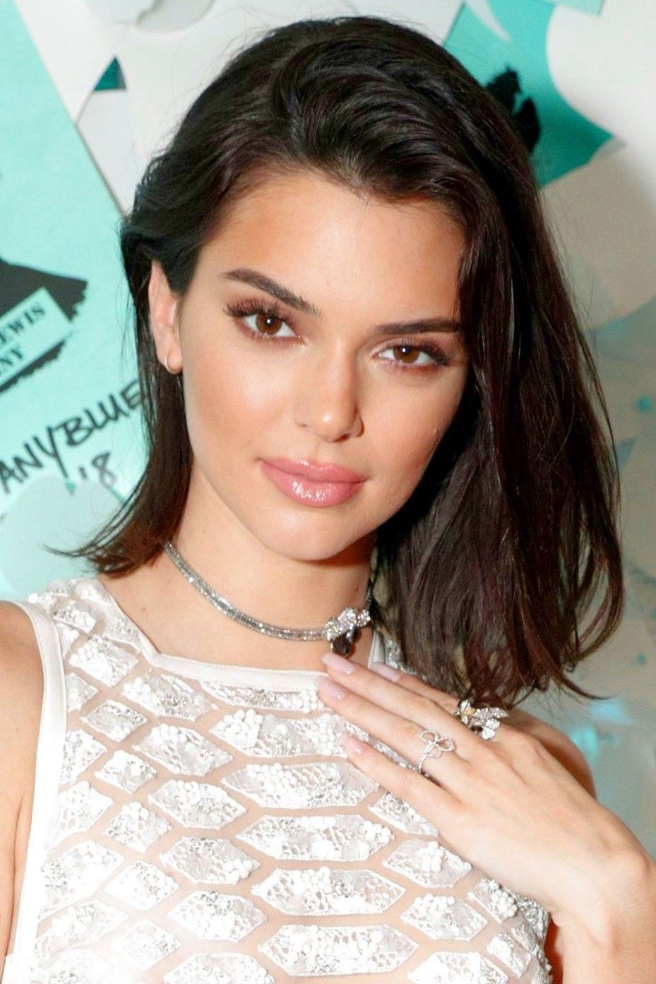 Haircuts for fine straight hair: Kendall Jenner with a dark brown lob