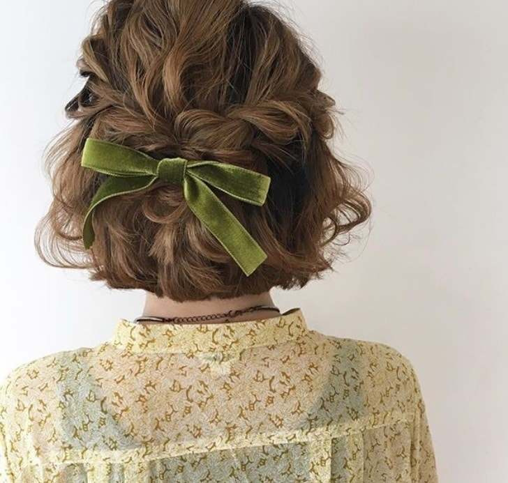 7 Cool And Cute Ways To Wear A Velvet Hair Bow Trend