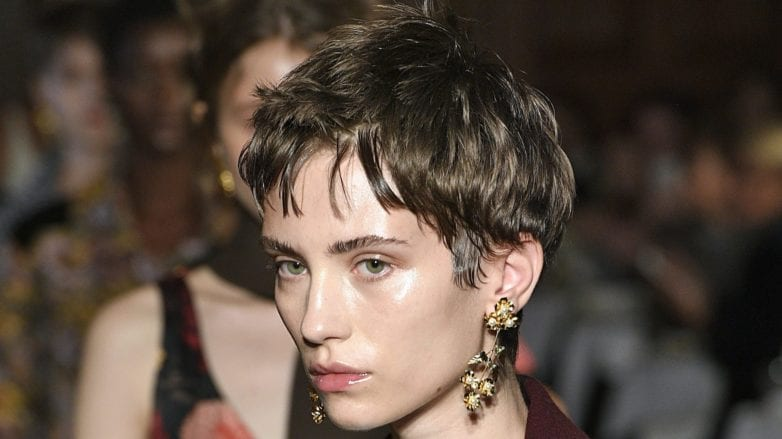 pinterest 100 trends 2018 brunette runway model with pixie cut