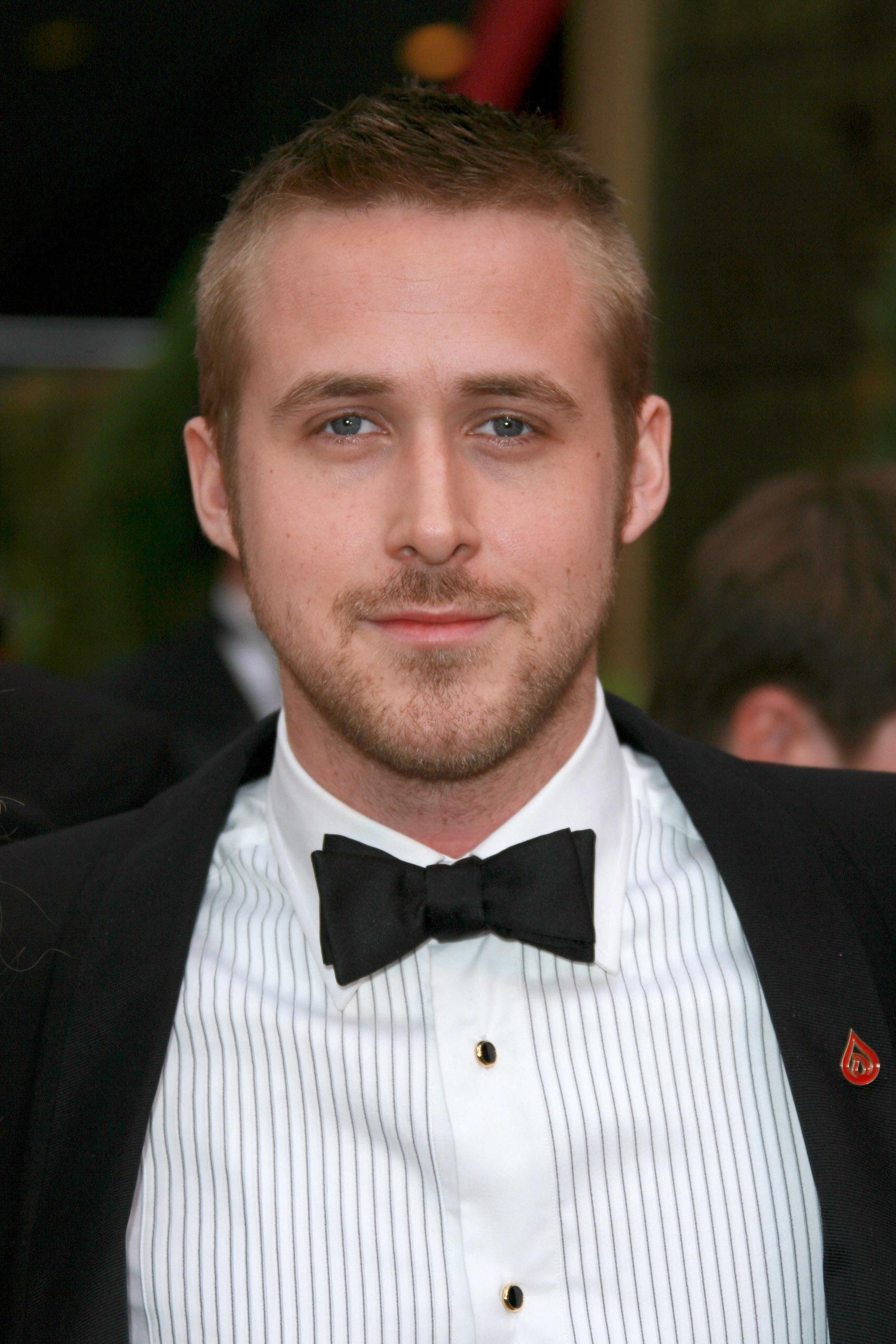 Ryan Gosling haircut: Ryan Gosling with a short dark blonde buzz cut