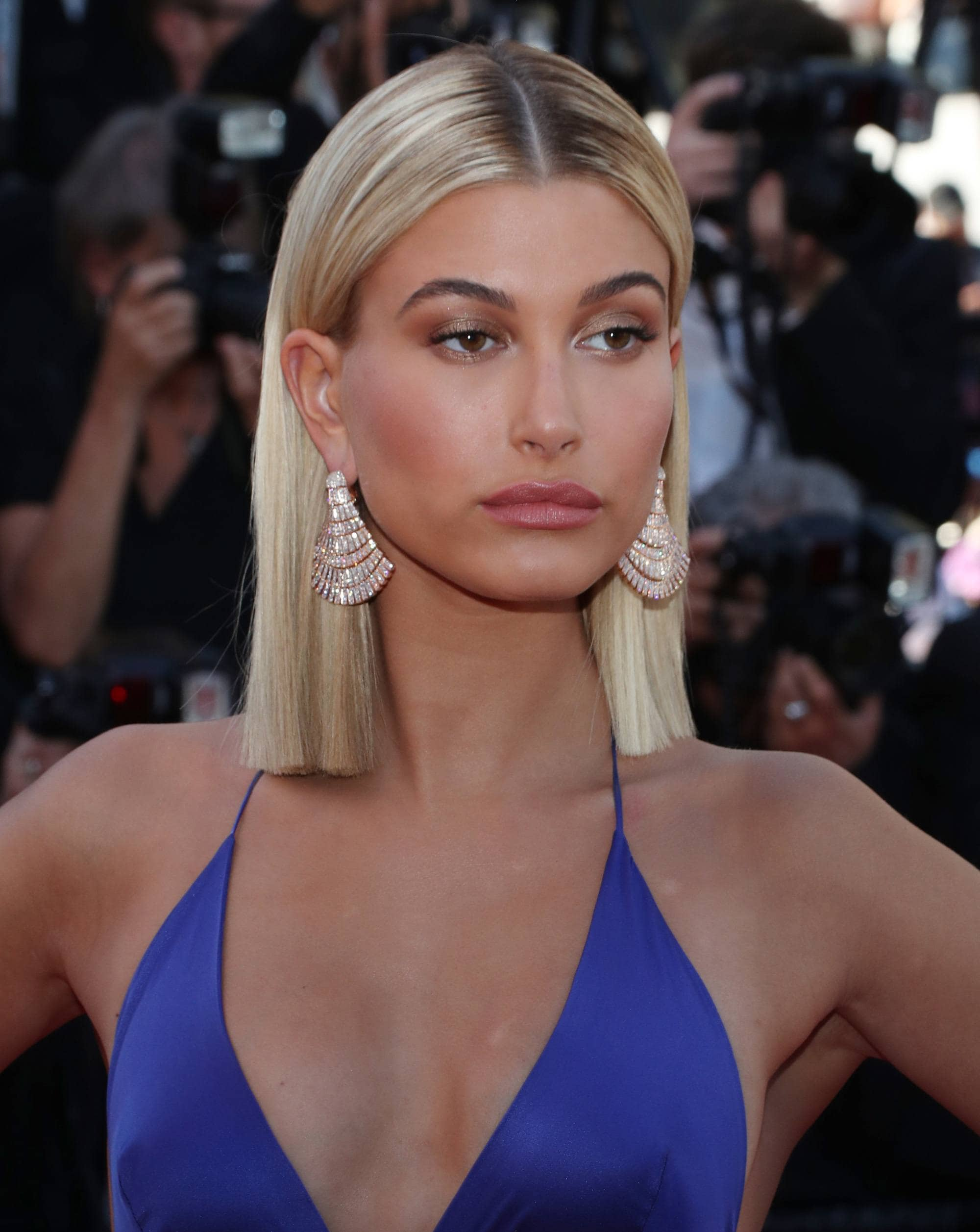 Celebrity short straight hairstyles that will make you ...