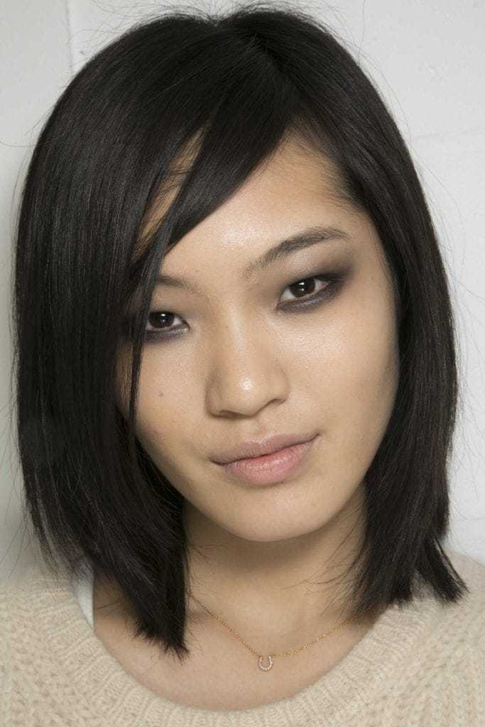 Asian hairstyles: Asian woman with straight long bob dark brown hair.