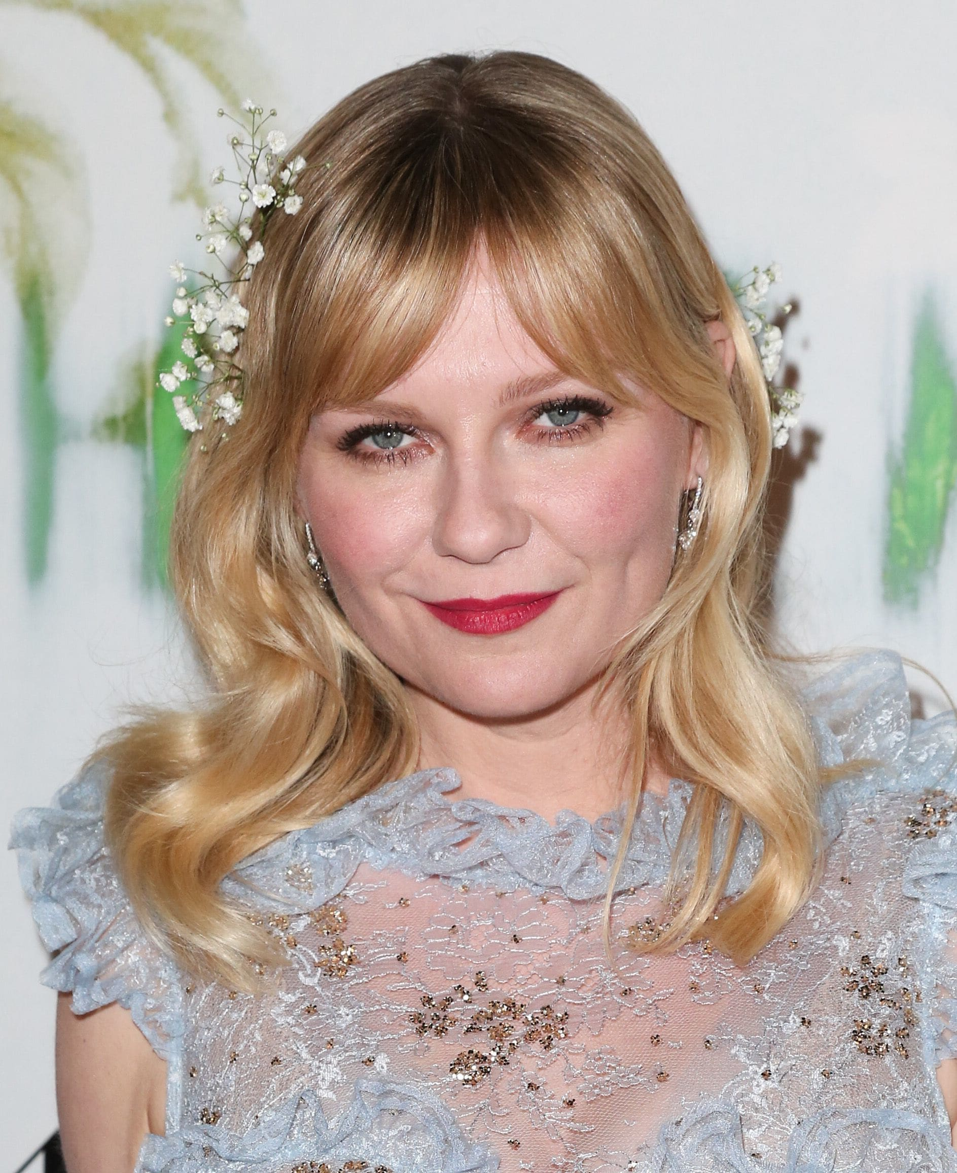 actress kirsten dunst with curly blonde medium hair with split bangs