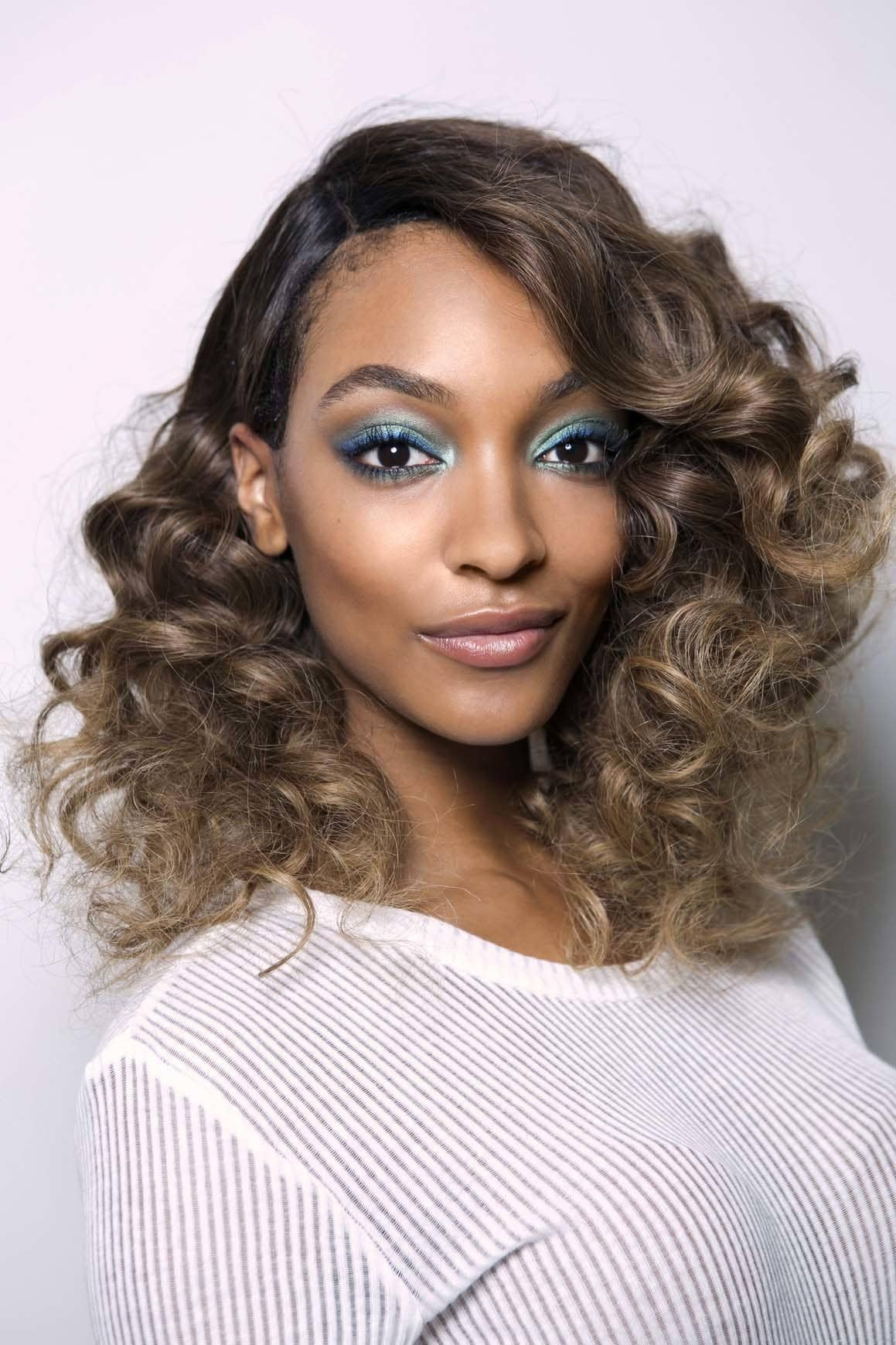Model Jourdan Dunn backstage at fashion show with curly ombre hair what is a weave