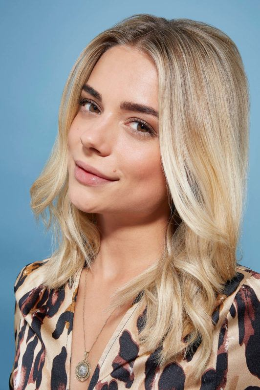 Woman with blonde hair how to tease hair tutorial