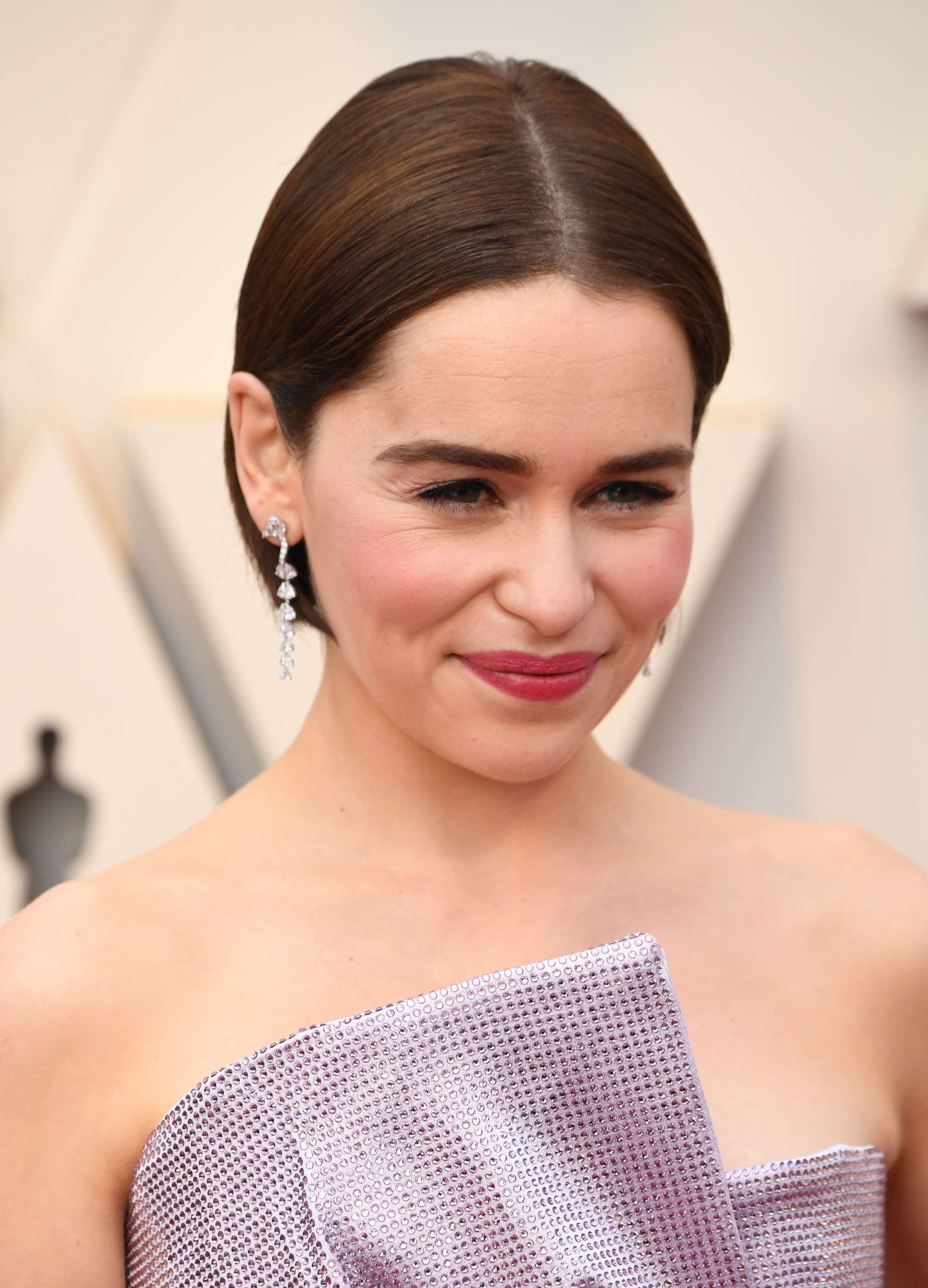 Oscars 2019 hairstyles: Emilia Clarke at the 2019 Oscars with a dark brown sleek short bob
