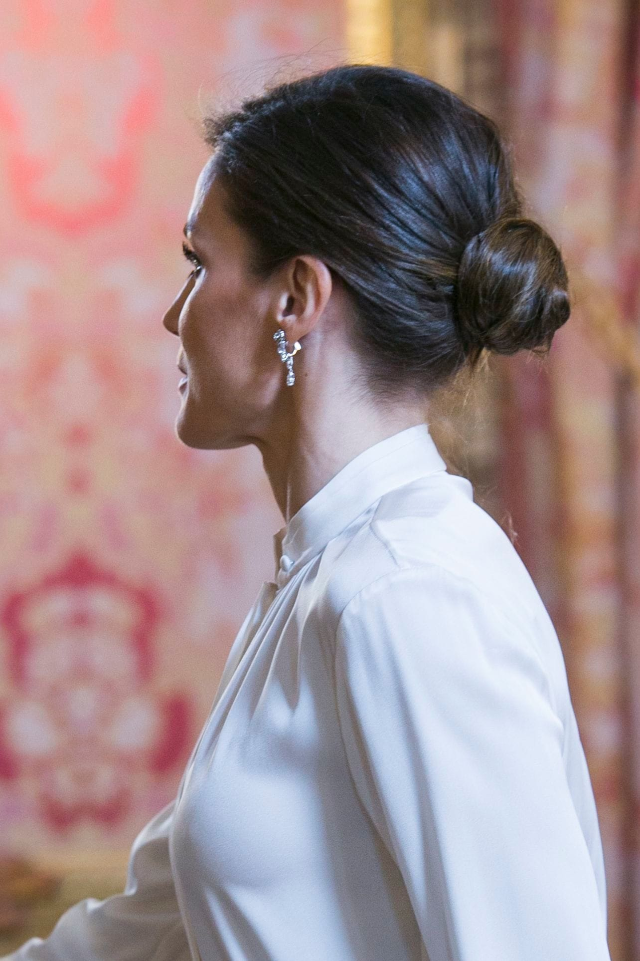 26 Wedding Guest Hairstyles That Ll Make You The Chicest Attendee
