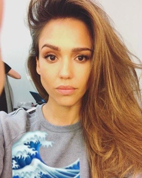 selfie of actress jessica alba with honey brown hair