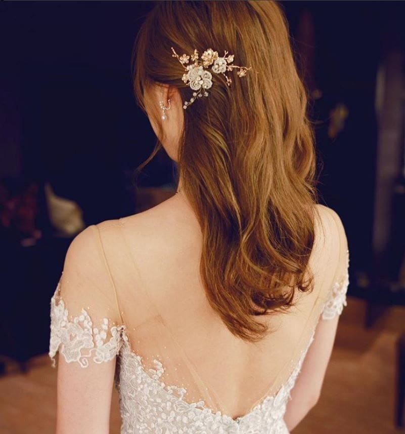 back view of a redhead with medium length wavy hair with a hair comb