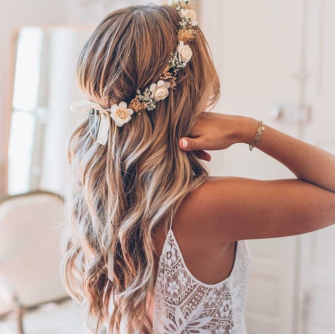 Wedding Hairstyle Beach: 47 Stunning Wedding Hairstyles All Brides Will Love In 2019
