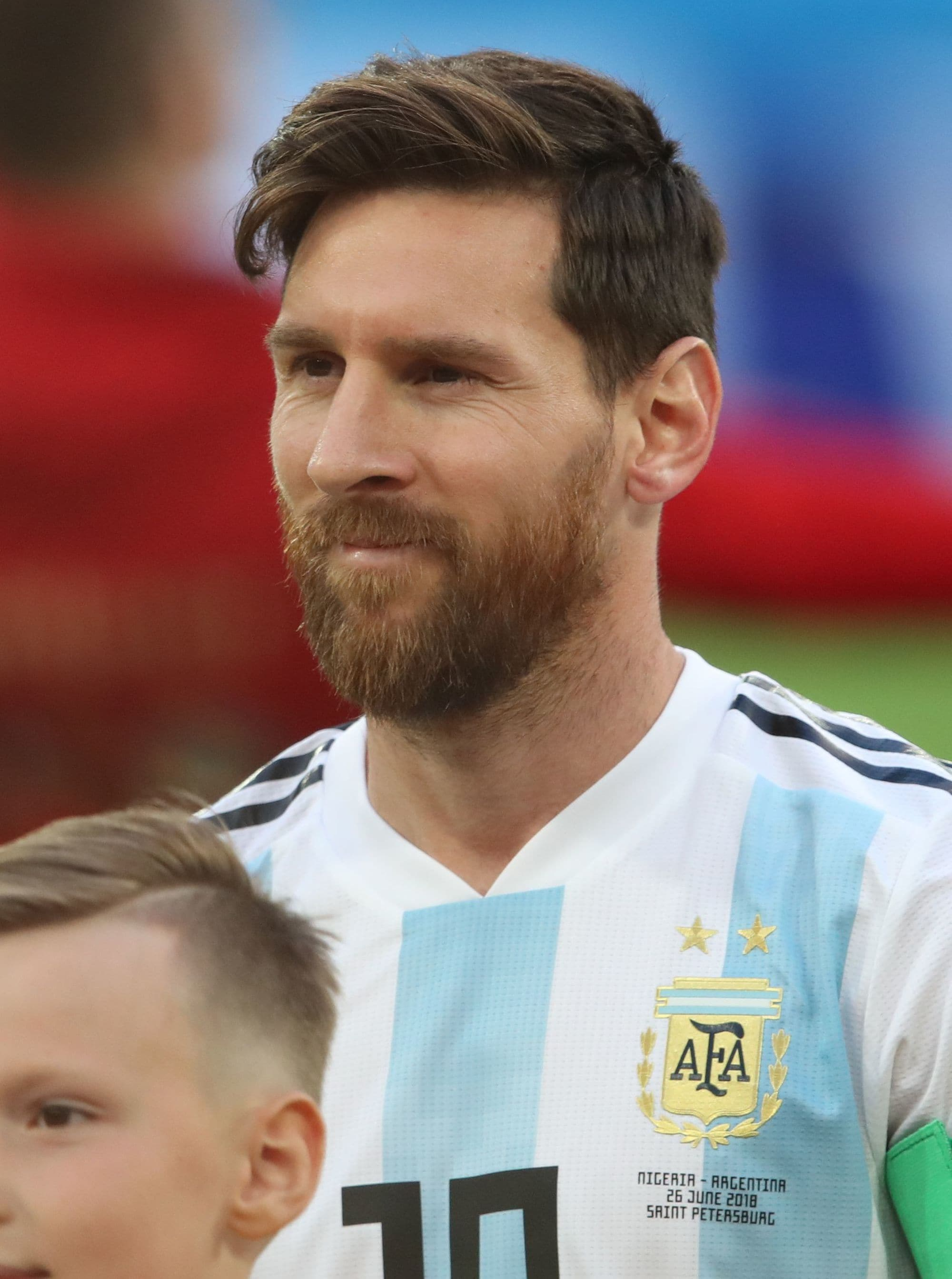 footballer hairstyles: lionel messi with brown short hair styled in a comb over