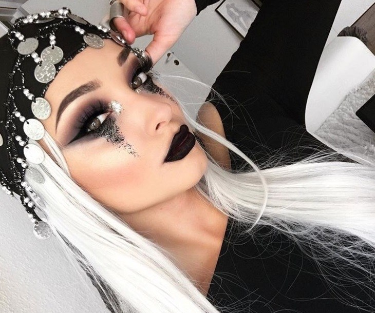 Halloween hair accessories: Woman dressed as a fortune teller with black headscarf with coins on it