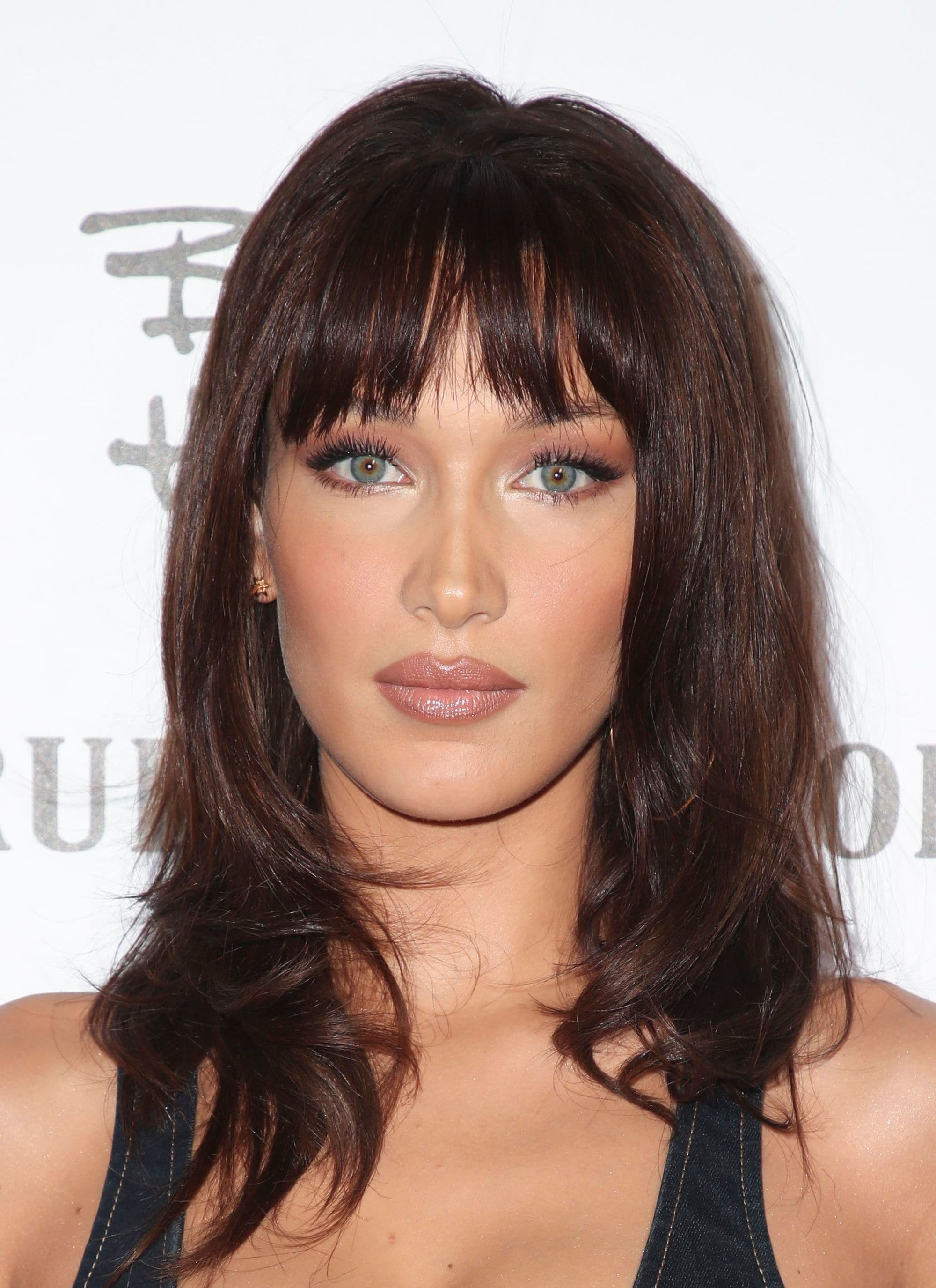 Winter hairstyles 2018: Close-up shot of Bella Hadid with '90s style layered hair and a choppy fringe