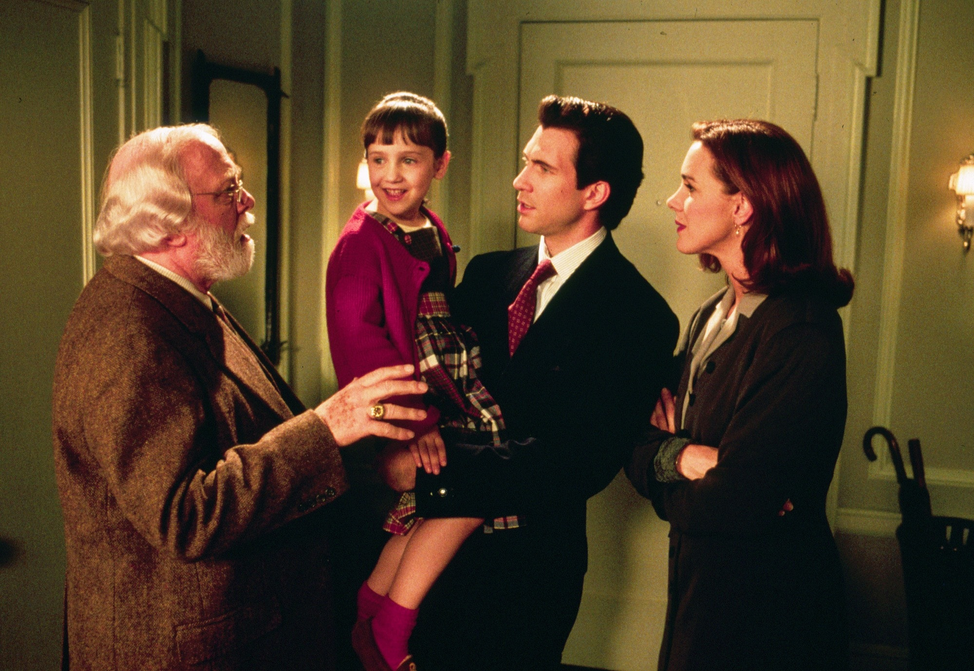 Miracle on 34th Street: Elizabeth Perkins as Dorey Walker with her hair styled into sleek hairstyle with flicked ends, chatting to the cast of Miracle on 34th street
