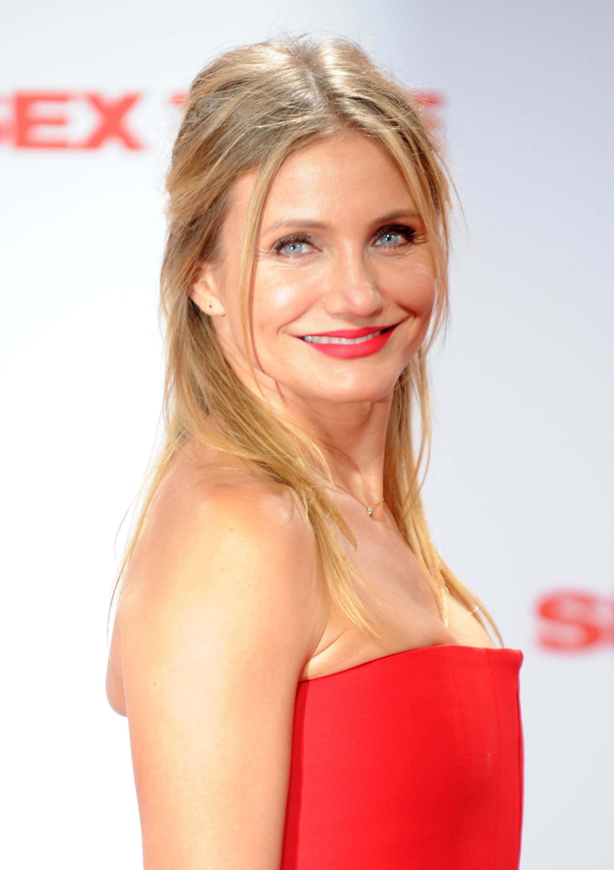 Cameron Diaz long straight blonde hair