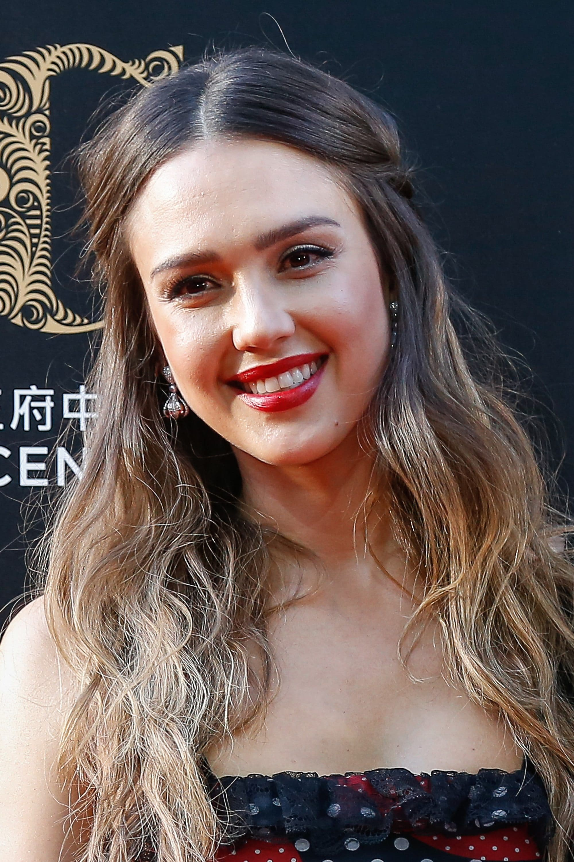 Brown hair with blonde highlights: Jessica Alba with dark brown and blonde highlighted hair, styled in a curly half-up half-down hairstyle