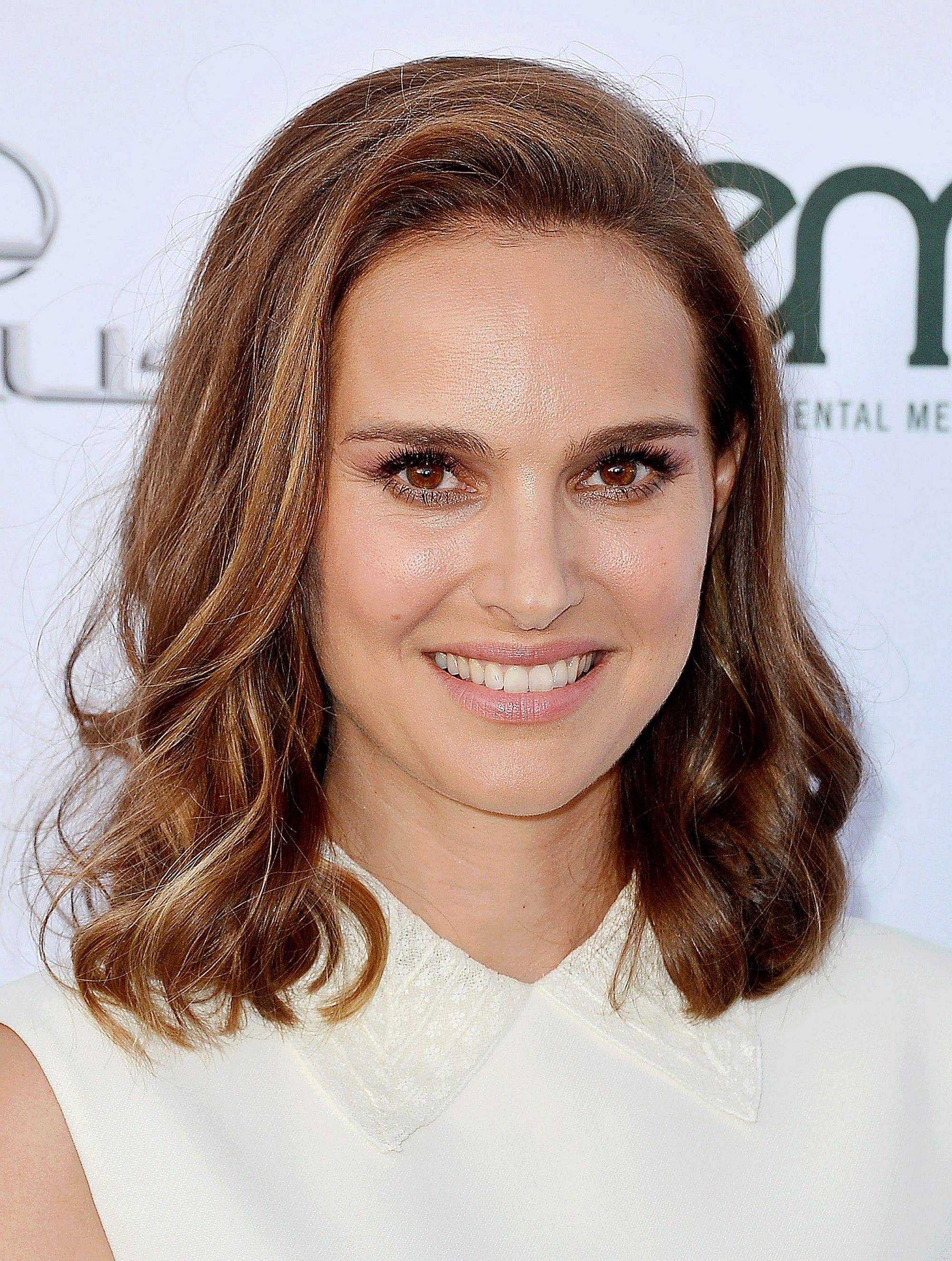 Brown hair with blonde highlights: Natalie Portman with shoulder length wavy brunette hair with highlights