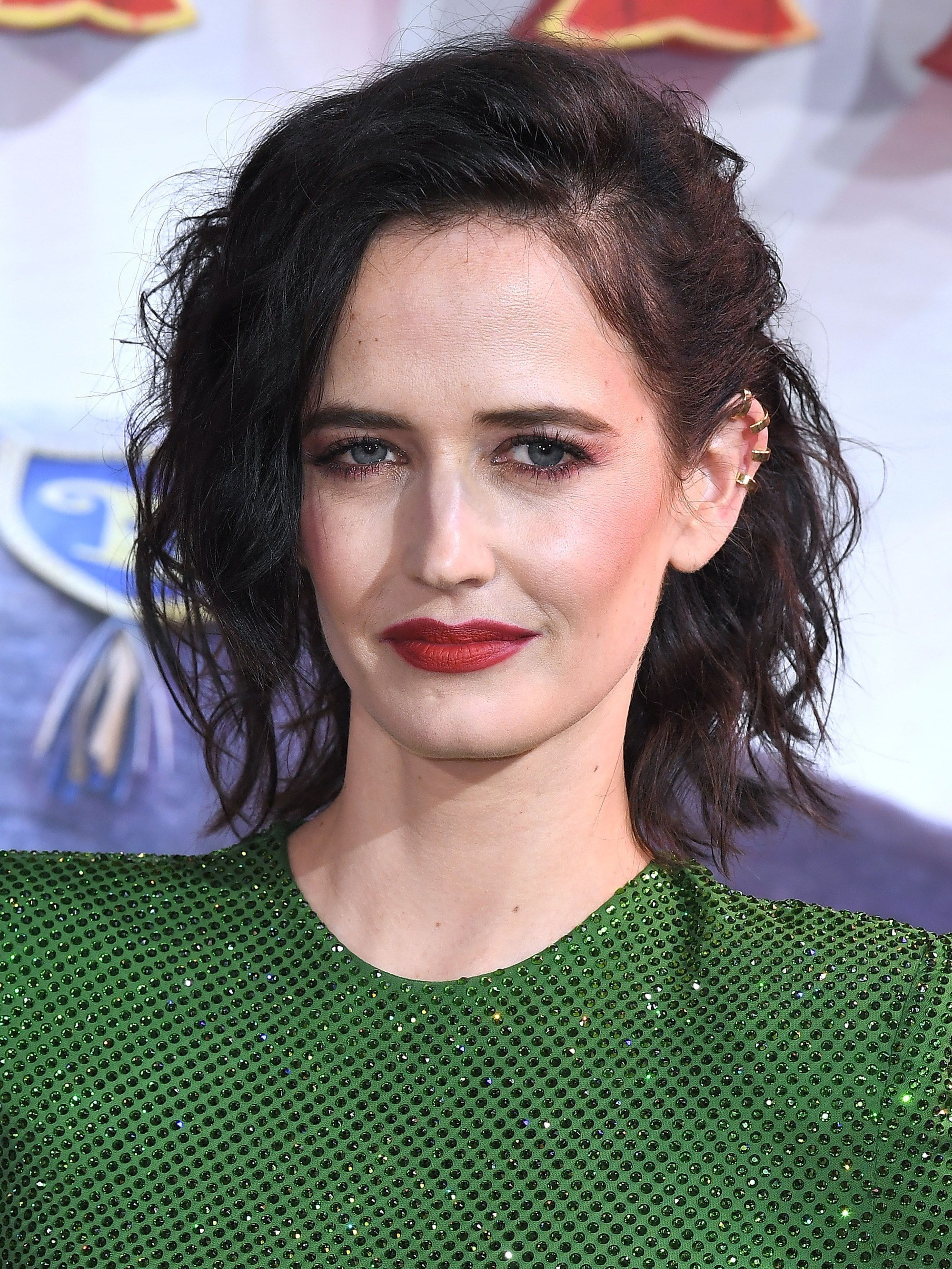 Bob hairstyles for fine hair: Eva Green with dark brown messy bob hairstyle, wearing green on the red carpet