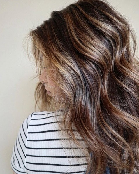 Woman with wavy brunette balayage hair