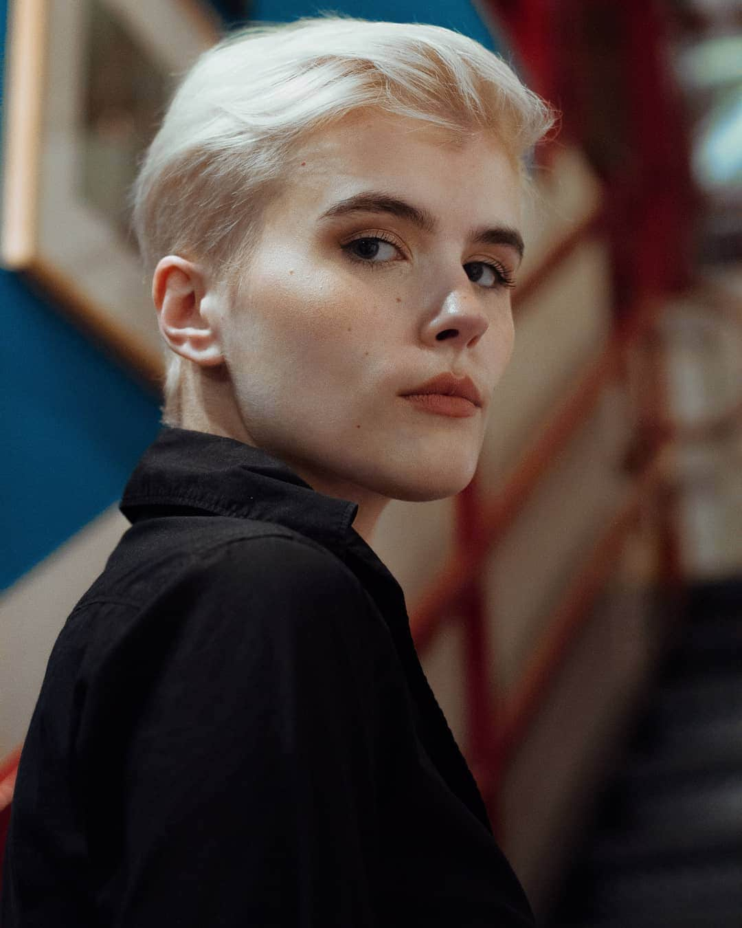 woman with blonde pixie haircut
