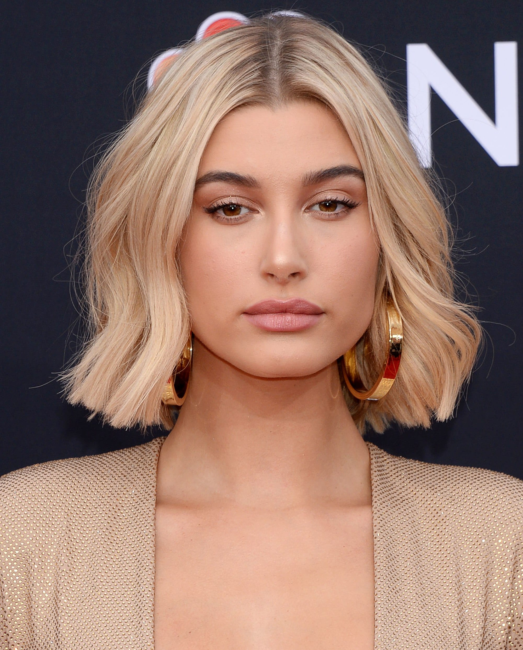 Hailey Bieber (Baldwin) with a blunt blonde wavy bob