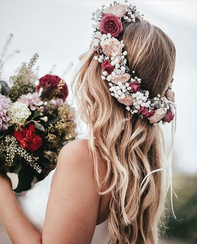 Woman with long bronde loose wedding waves with a flower crown