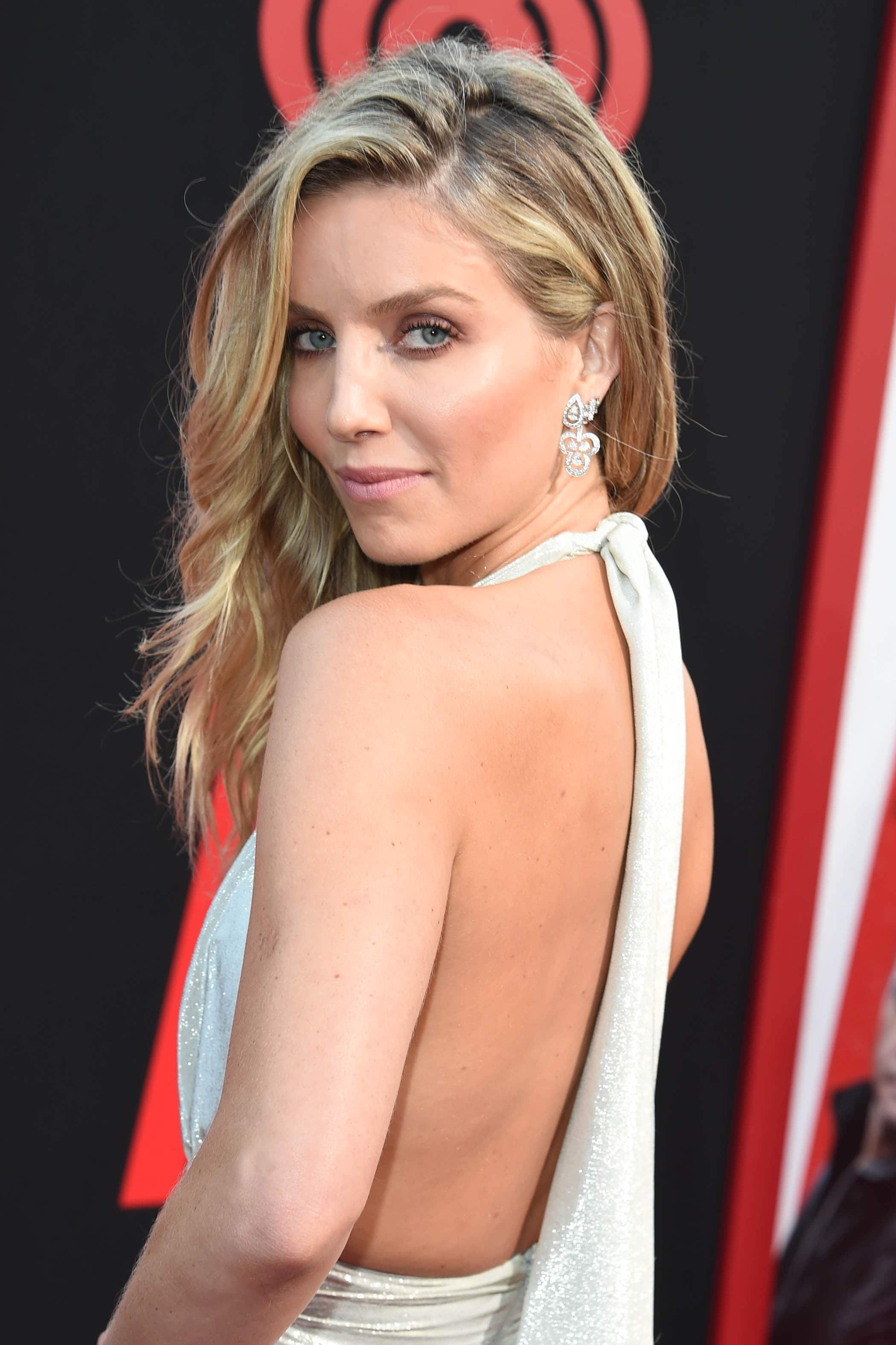 Annabelle Wallis with side parted blonde loose waves on the red carpet