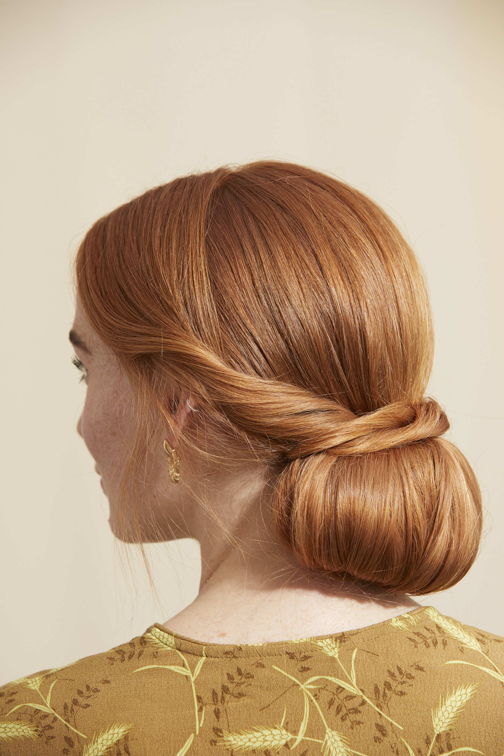 Redhead woman with a chignon hairstyle