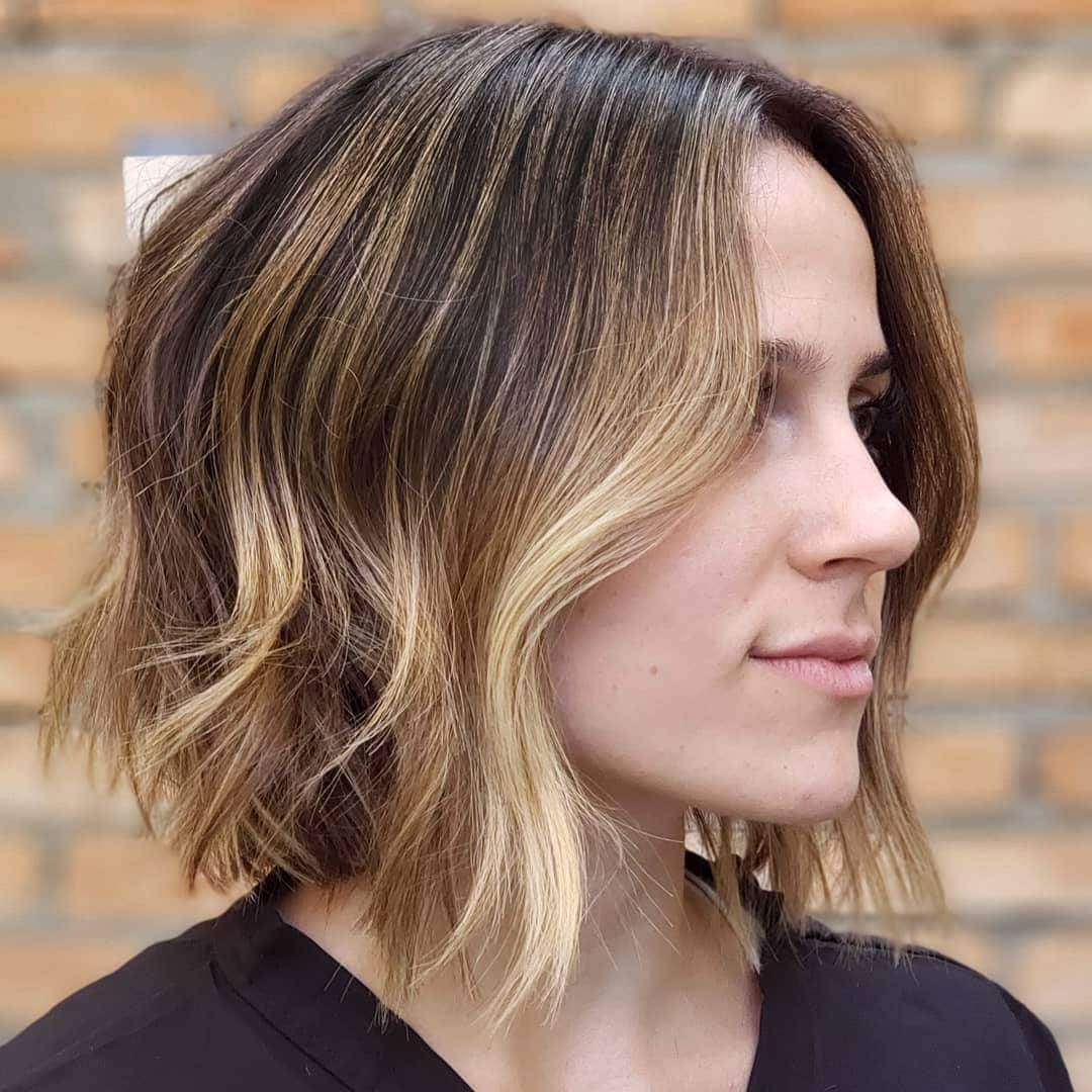 Woman with a bronde balayage wavy aline bob