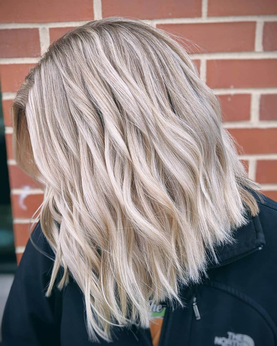woman with blunt blonde wavy lob