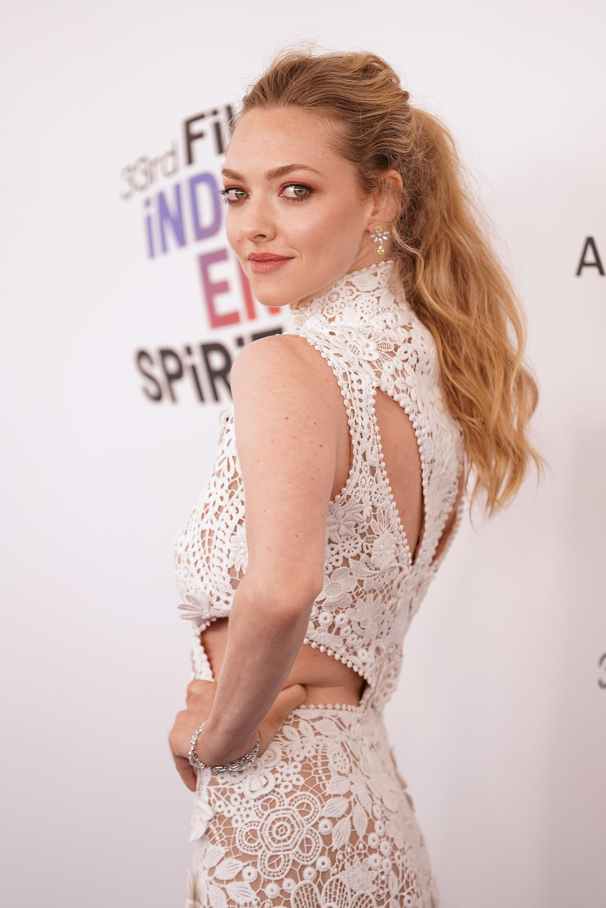 Amanda Seyfried with long golden blonde messy ponytail