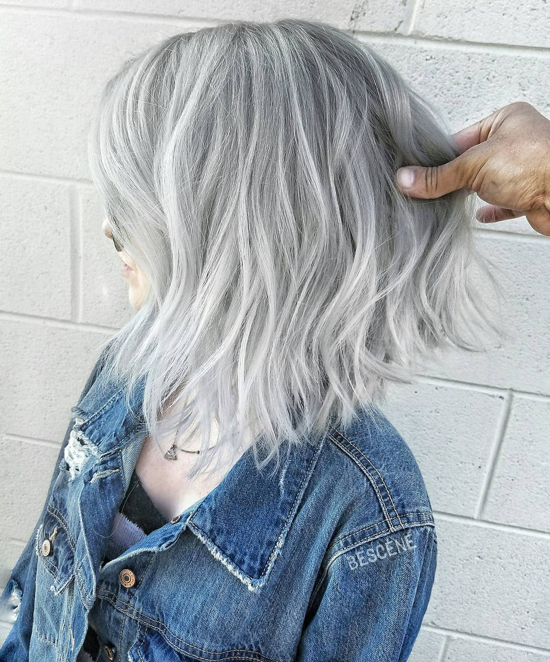Woman with silver wavy lob