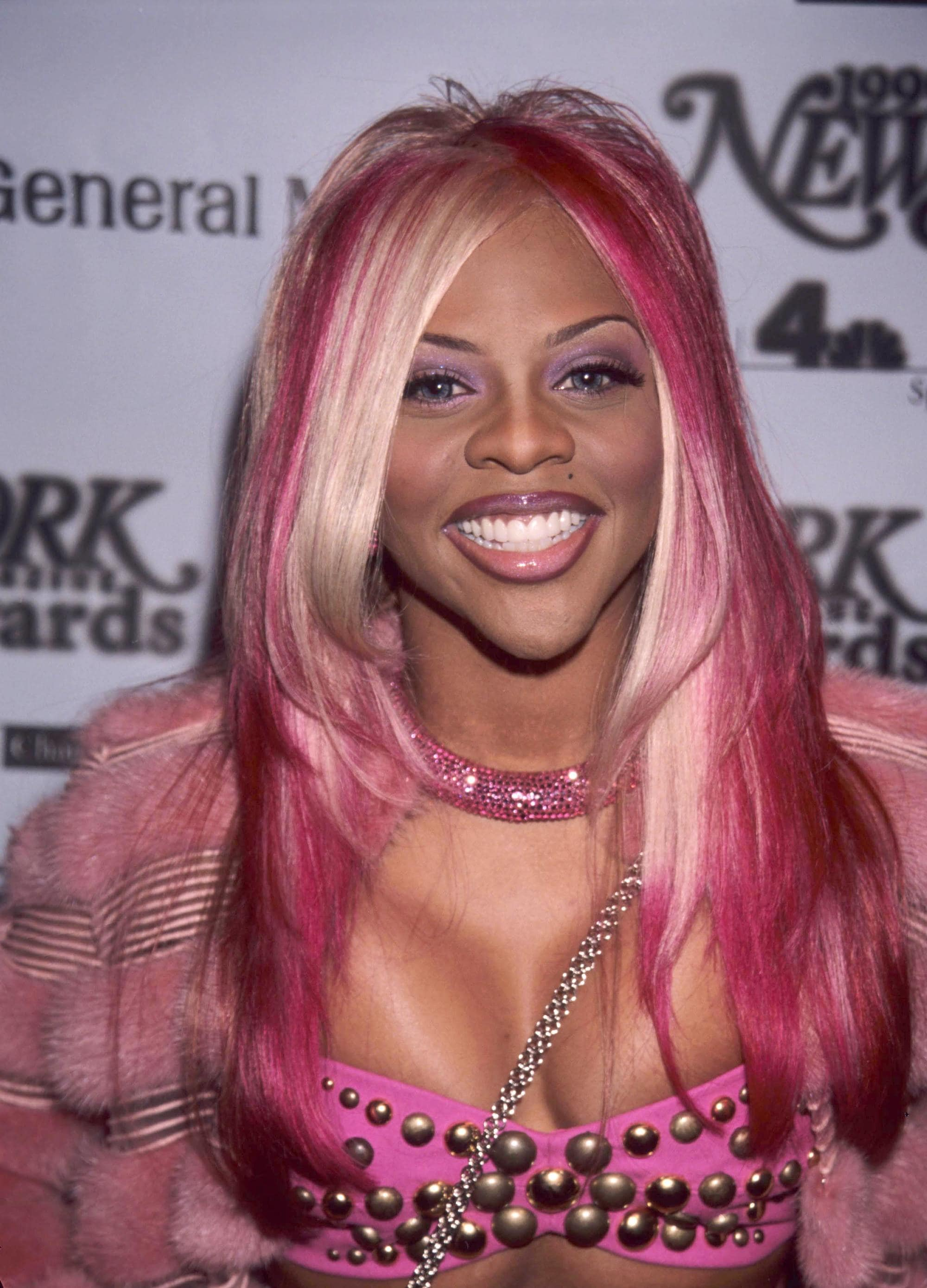 Lil Kim with multi-toned pink highlighted hair