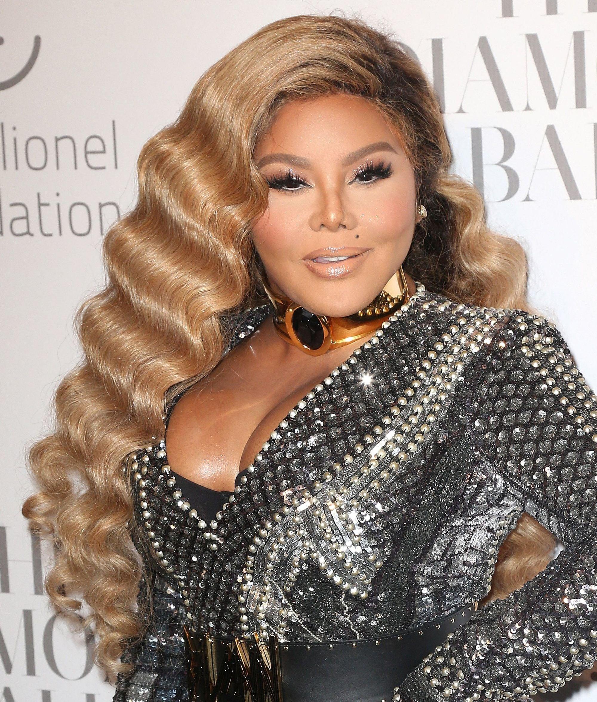 Lil Kim with golden honey long wavy hair