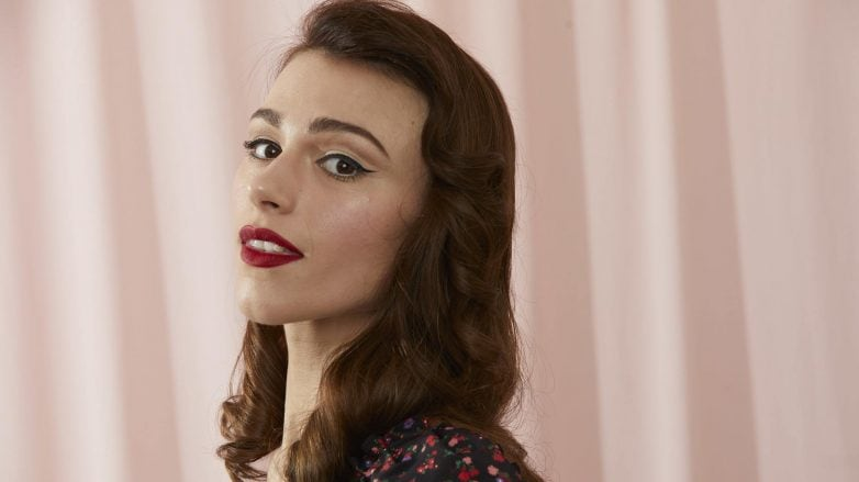 Brunette with 1940s inspired waves