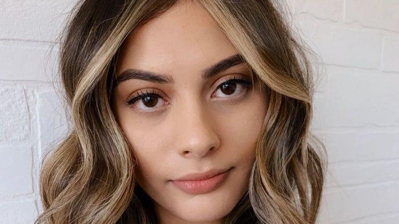 Woman with medium length hair with face-framing highlights