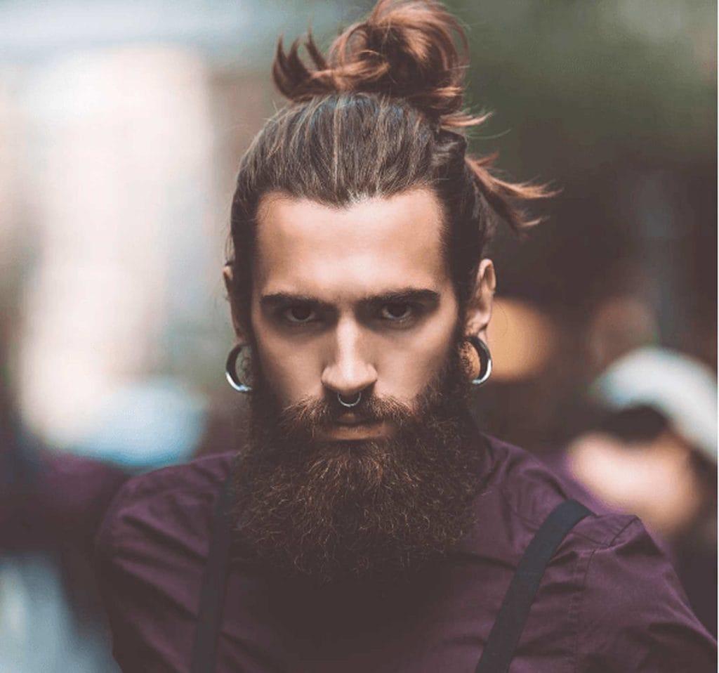 cómo usar un moño para hombre