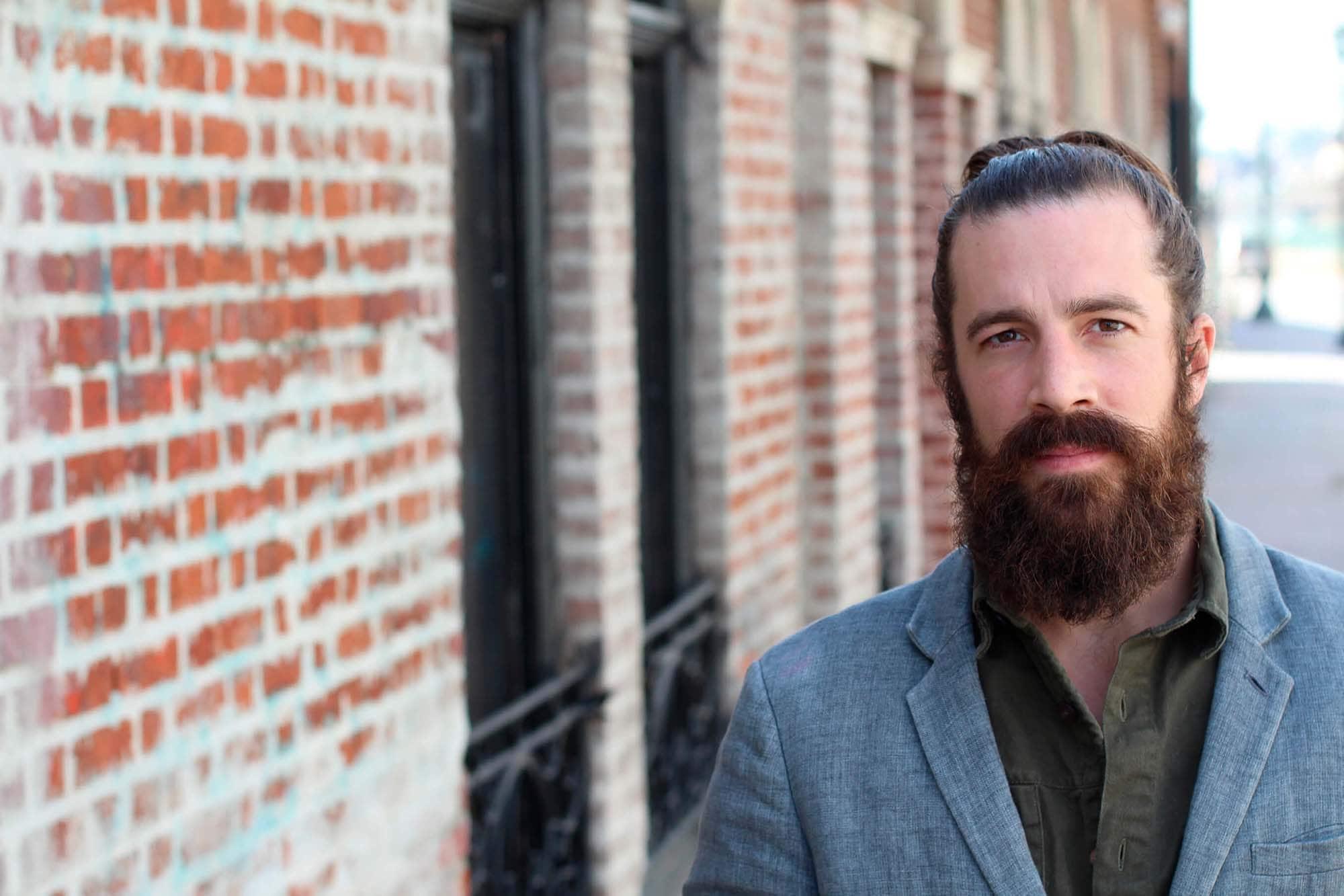 moño para hombre con barba