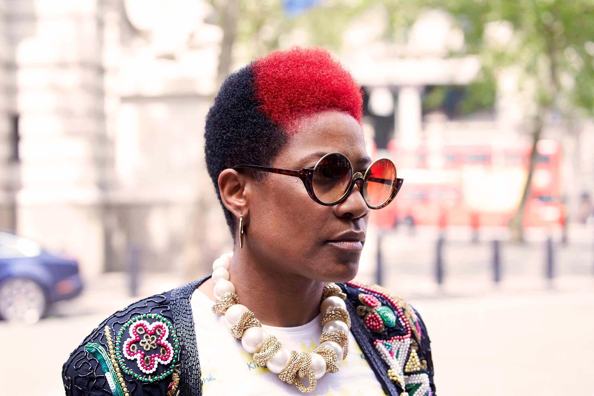 peinados rizados afro dos colores