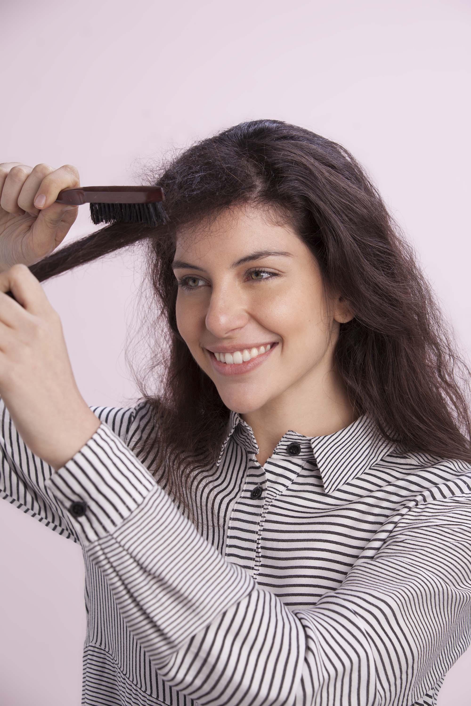 pelo peinado hacia atrás