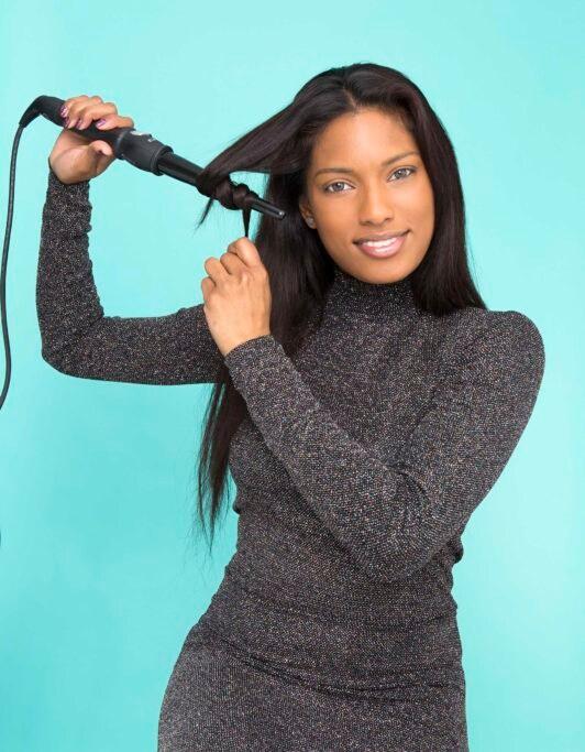 lazo con cabello rizando el pelo