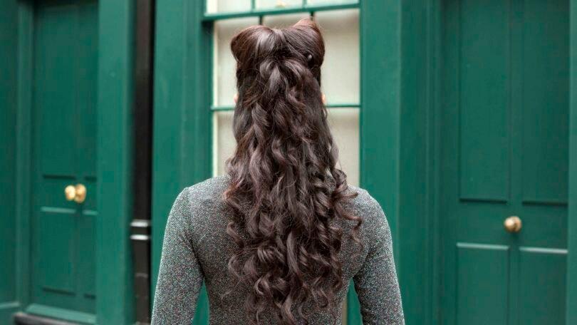 lazo con cabello y rizos