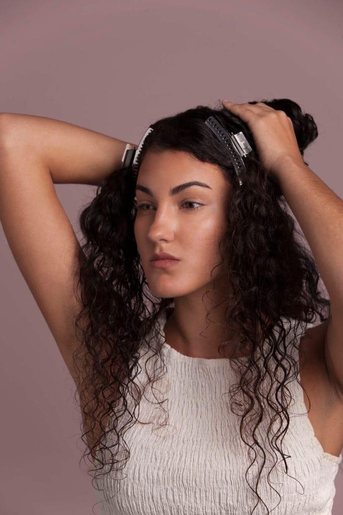cómo cepillar lacio pelo largo y liso