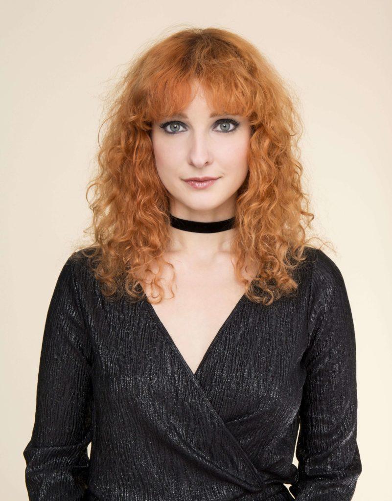 rizos alborotados pelo rojo