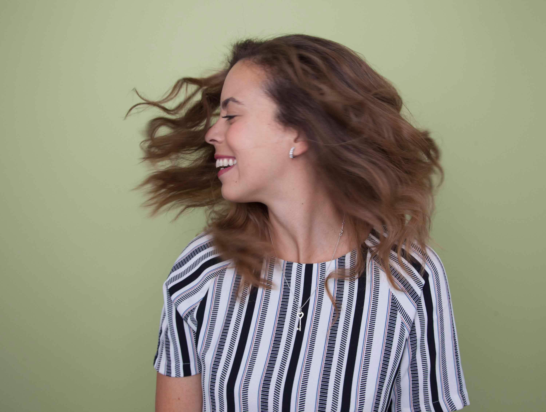 ondas para el pelo rizado moviendo la caveza