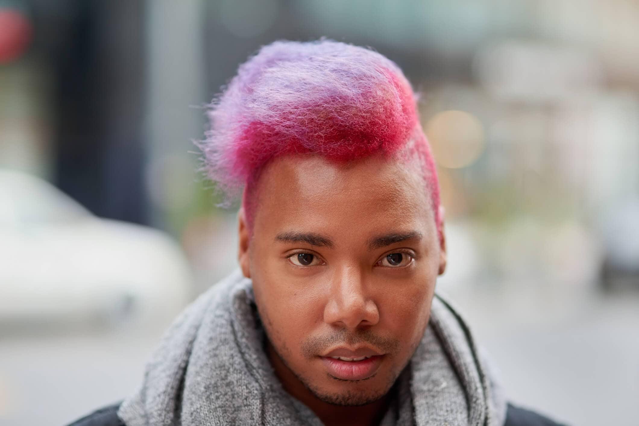 cortes para cabello crespo pelo rosado