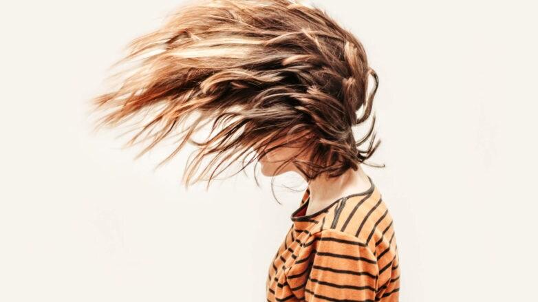 Cómo matizar el cabello naranja